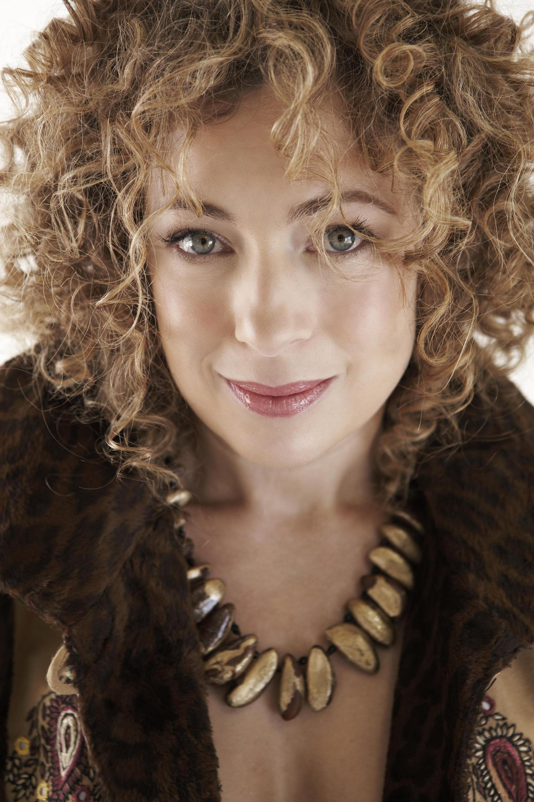 photo Alex Kingston (born 1963)